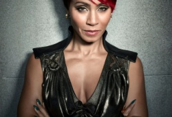 Джада Пинкетт Смит в роль Фиш Муни Jada Pinkett Smith as Fish Mooney